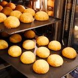 絶品!今話題の「叉焼メロンパン」が中華街に上陸!外サクッ、中トロ~な新感覚料理!