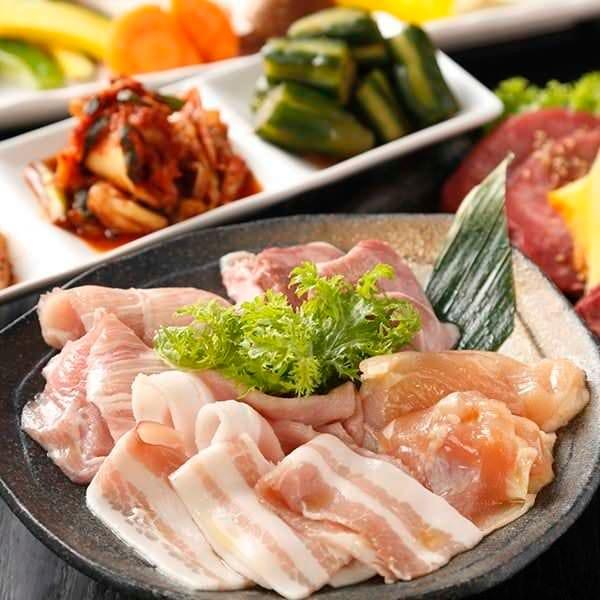 【90分食べ飲み放題コース】鶏豚逸品料理がお好きなだけ食べ放題!飲み放題もついて 2,980円