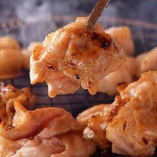 国産幻のしろ(豚大腸)100g188円!新鮮だからできるこのカット!通常販売されているとんちゃん(大腸)とは脂のノリが全く違います。塩・味噌だれどちらもお勧めです。