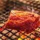 炭火で豪快に焼き上げるステーキもリーズナブル!