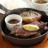 ランチ一番人気はボリュームが選べる「牛ハラミステーキ」