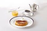 塩キャラメルソースの『パン ペルデュ』は、朝食にぴったり。