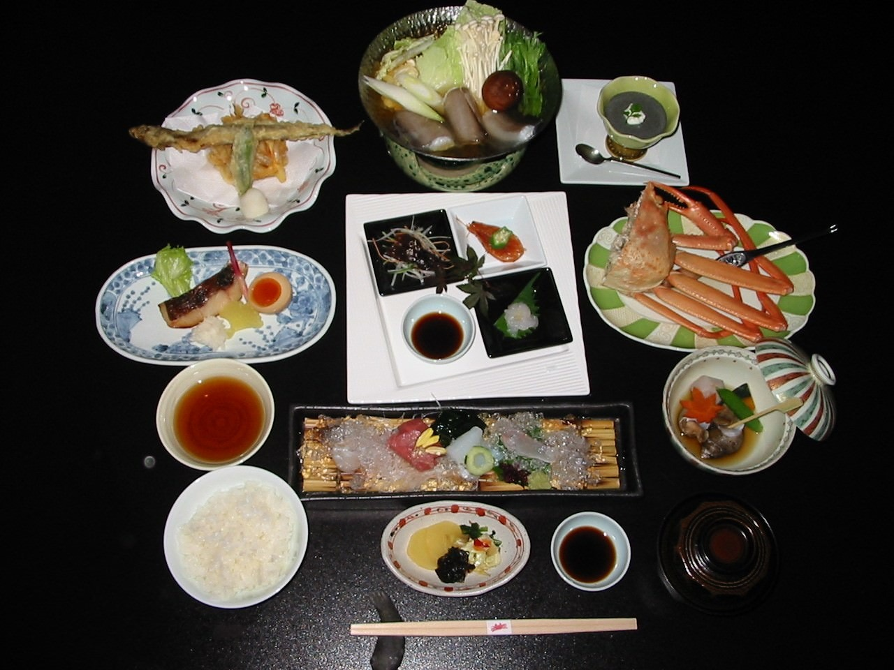 新湊膳 新湊の名産がたくさん味わえるおすすめの会席です。