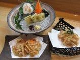 蟹や白海老など、港の旬をまごころ込めて調理。