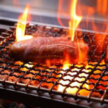 コースのメインでもお選びいただける「フランス産鴨フィレ肉 マルサラソース」。炭火の香ばしさをまとった上質な鴨肉をご堪能ください。