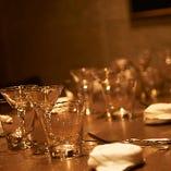 接待や会食、デートに女子会…、大切なディナーシーンを彩る、カトラリーやグラス、リネン類もこだわりのセレクト。
