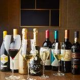 多彩な牡蠣料理と楽しみたいワインも充実。手頃な1本からハレの日に開けたいシャンパーニュまでイタリア産を中心に約20種をご用意しています。
