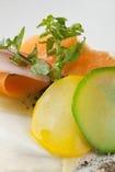 農園野菜をふんだんに使った料理。