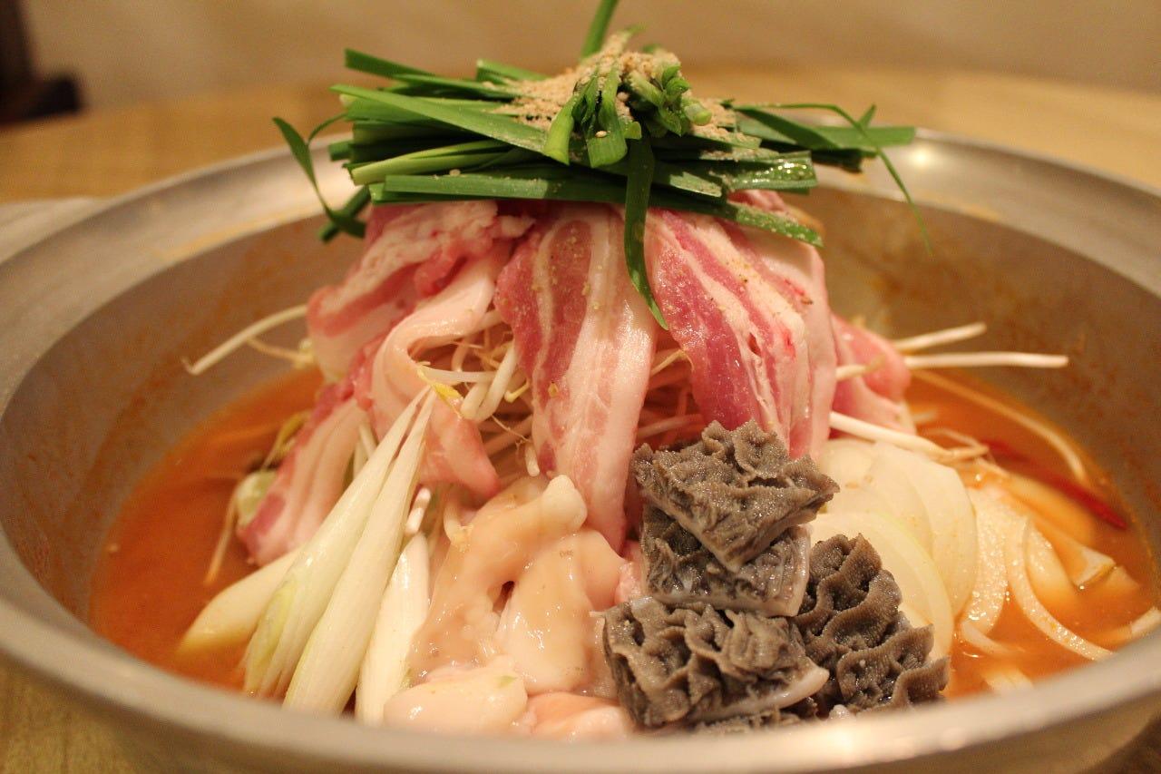 国産牛モツの味噌チゲ鍋コース 3,300円 (税込)