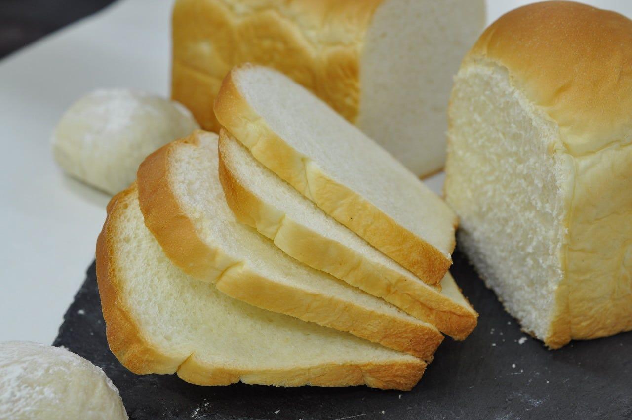 工房で焼き上げた牛乳食パンが大人気