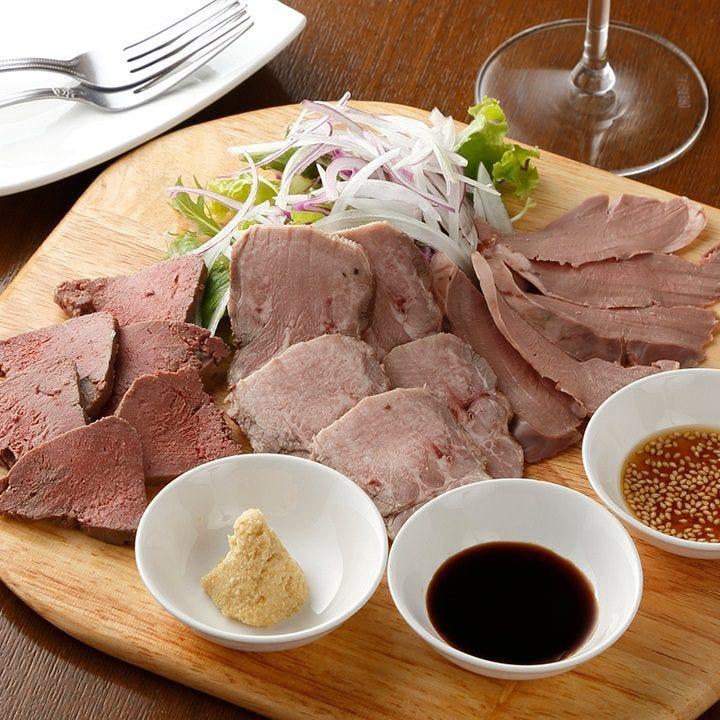 低温調理を施したお肉はまるで生で食べている様な触感と味わい♪