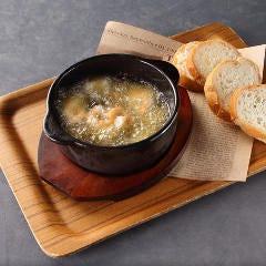 アヒージョ /海老とマッシュルーム/豚とエリンギ/カマンベールチーズ/タコとブロッコリー