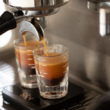 店内にコーヒーの香りが立ち込めます
