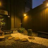 訪れる方々をほっこりと癒やしてくれる中庭を設けております