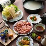 近江黒鶏を味わう「水炊き」は、長らくご愛顧いただいている名物のひとつ