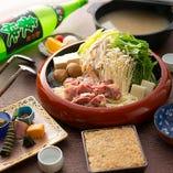 """""""さっぱり派""""にお喜びいただけるのがちゃんこ鍋。近江黒鶏と野菜を存分に楽しめます"""