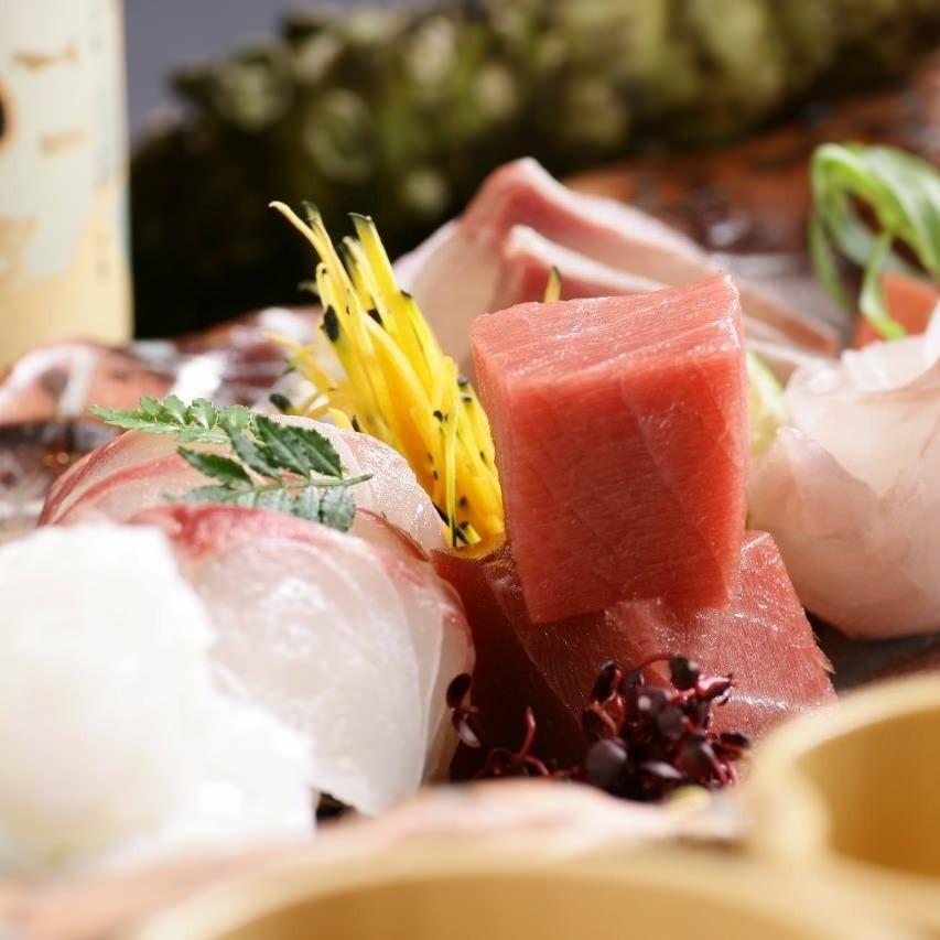 全国各地から獲れたその日に直送される 旬の魚介は新鮮そのもの