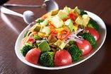アボカドと10種の彩りサラダ