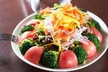 胡桃と10種の彩りサラダ