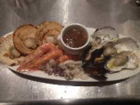 6種の魚介の豪快蒸し焼き、伊勢海老のソースで!