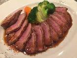 カモ胸肉ロース丸ごと1枚ロースト マルサラ酒ソース