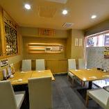 カウンターやテーブル席、掘りごたつ座敷など多彩な席をご用意