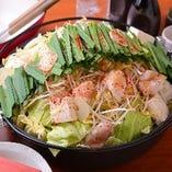 牛骨のスープと野菜のお出汁で旨味オリジナルなマルキュウ特製『モツ鍋』