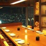 【個室】 個室・半個室も完備。大きな窓からは神戸の絶景