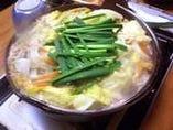 〆はうどんorおじやで...。 太い麺が汁と絡み合い箸が止まらない程の美味です!