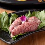 おすすめ珍味のひとつは豚の脳みそ