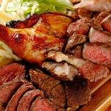 自慢のグリル&ステーキは3種または5種の盛り合わせでお得に!