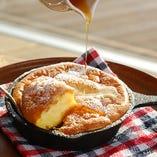 焼き立てふわとろcasaパンケーキ 自家製塩キャラメルバター添え