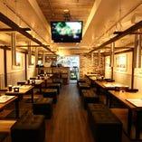 JAZZが流れるNYスタイルのカフェ風な店内