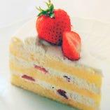 こうしたケーキ作りへの細かな気遣いと愛情がイチゴのショートケーキに姿を変えて、どなたからも愛されるキーフェルの人気商品となりました。