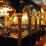 マハラジャ宮殿を思わせる豪華な店内 最大60名様でのご宴会・パーティーに対応。