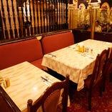 芸能人や有名人も利用する六本木の老舗インド料理店