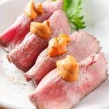 近江牛モモ肉のローストビーフ寿司の雲丹添え【滋賀県】