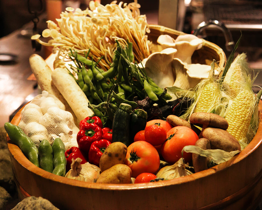 朝獲産直鮮魚、直送野菜…自慢の食材