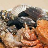 牡蠣、帆立、毛蟹、鮑など極上の鮮魚。