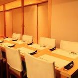 開放的なテーブル席(~12名様)はご宴会でのご利用におすすめ