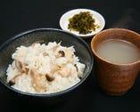 当店自慢の水炊きスープで炊き込んだ鳥飯。ご賞味ください♪