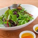 お肉と一緒に野菜もたっぷりと♪女性に人気のサラダや焼き野菜