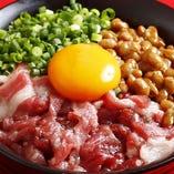 〆には馬肉丼!馬肉と納豆でパワーアップ!