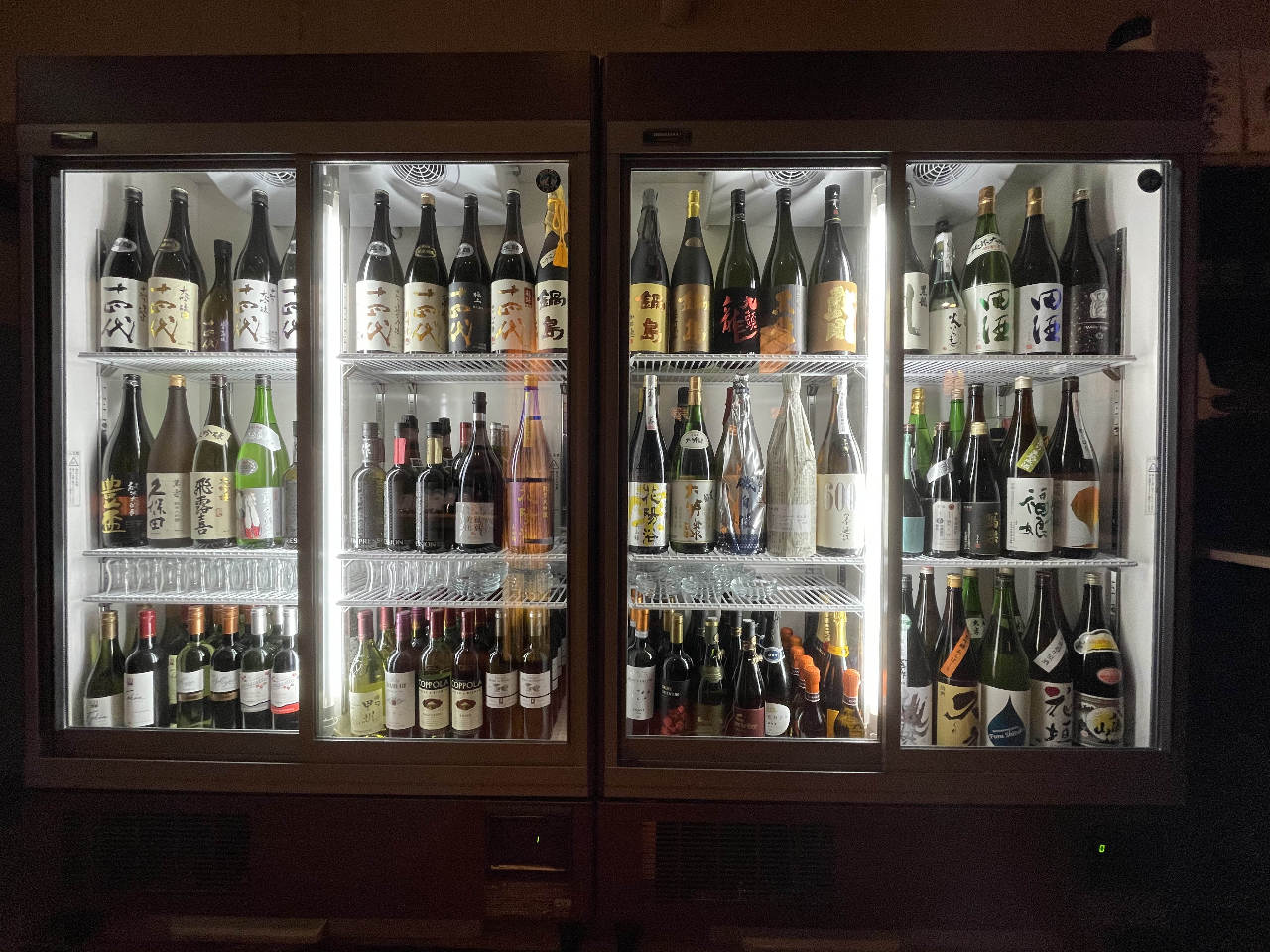 たくさんの日本酒とワイン