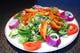 新鮮野菜とチキンがたっぷりのタンドーリチキンサラダ