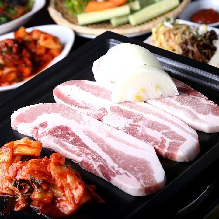 一番人気のサムギョプサル食べ放題3500円 こちらも月~木曜500円引き