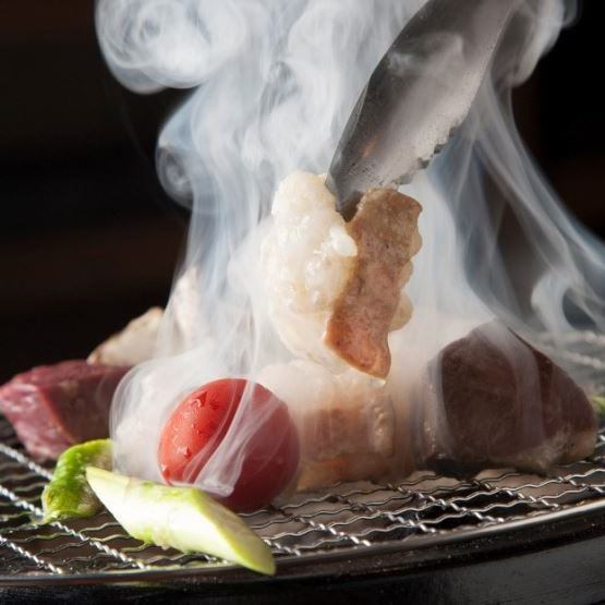 モッツバーといえば新鮮なモツ焼き♪ 七輪で焼いてください!
