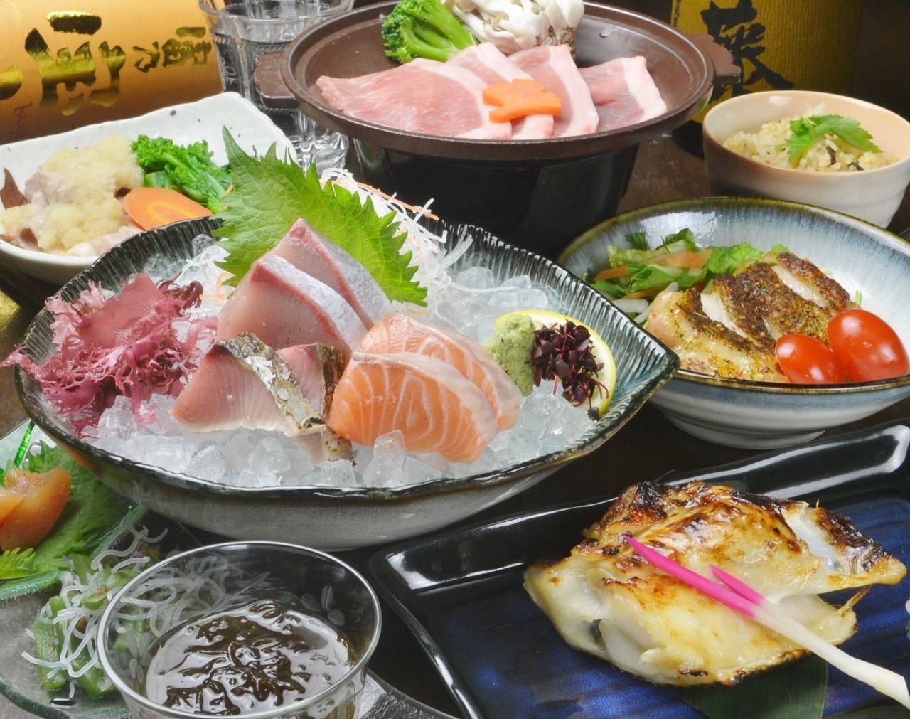 4千円(税抜)コースは鮮魚の刺盛や銀ムツなど全8品