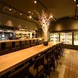 テーブル席16名、カウンター含むご宴会は最大24名様まで収容可能!