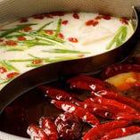 ◆薬膳火鍋:白湯と麻辣湯2色のスープ 汗が噴き出します!